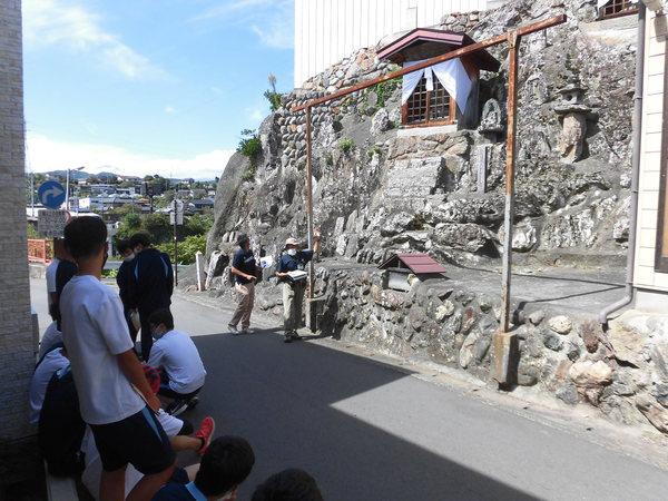 街中にある「城下の青石」を使った石仏