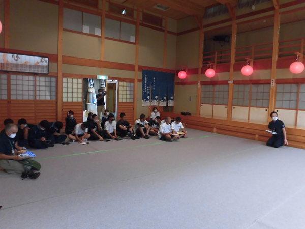 中尾座で中尾歌舞伎の歴史や舞台を案内していただきました