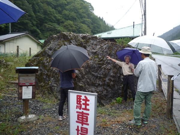 地元の人によって整備されている中郷流宮岩