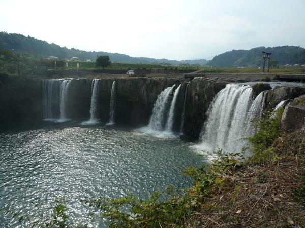 ジオサイト「原尻の滝」