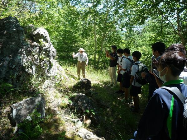 (第三回)鹿嶺高原で青色片岩も観察しました