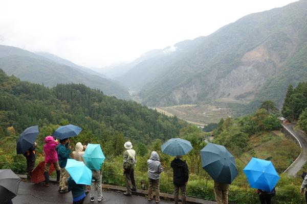 中央構造線の断層谷地形を見ました。